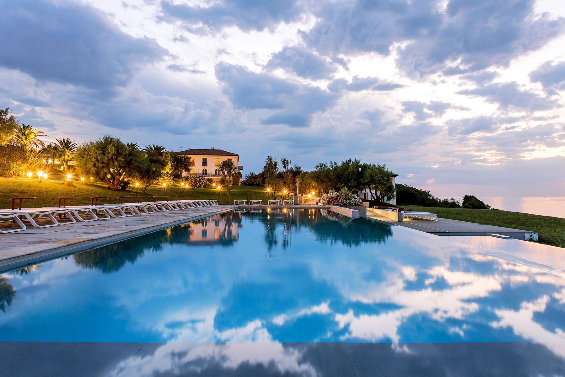 Hotel-La-Reserve-Saint-Jean-de-Luz_Piscine_SwimmingPooljpg