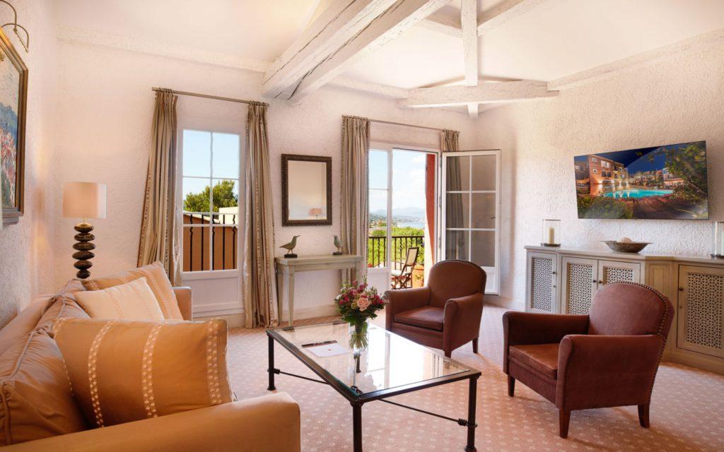 Hotel_Byblos_Saint-Tropez_Suite-Deluxe-606-3-1600x1000