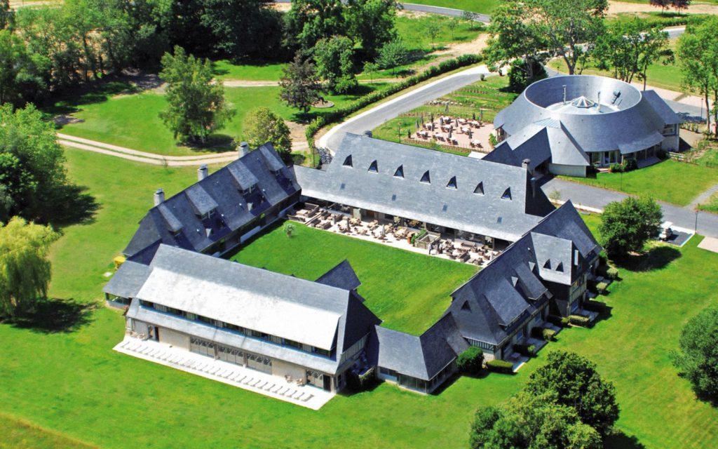 hotel-deauville-lesmanoirsdetourgeville-luxe-1600x1000