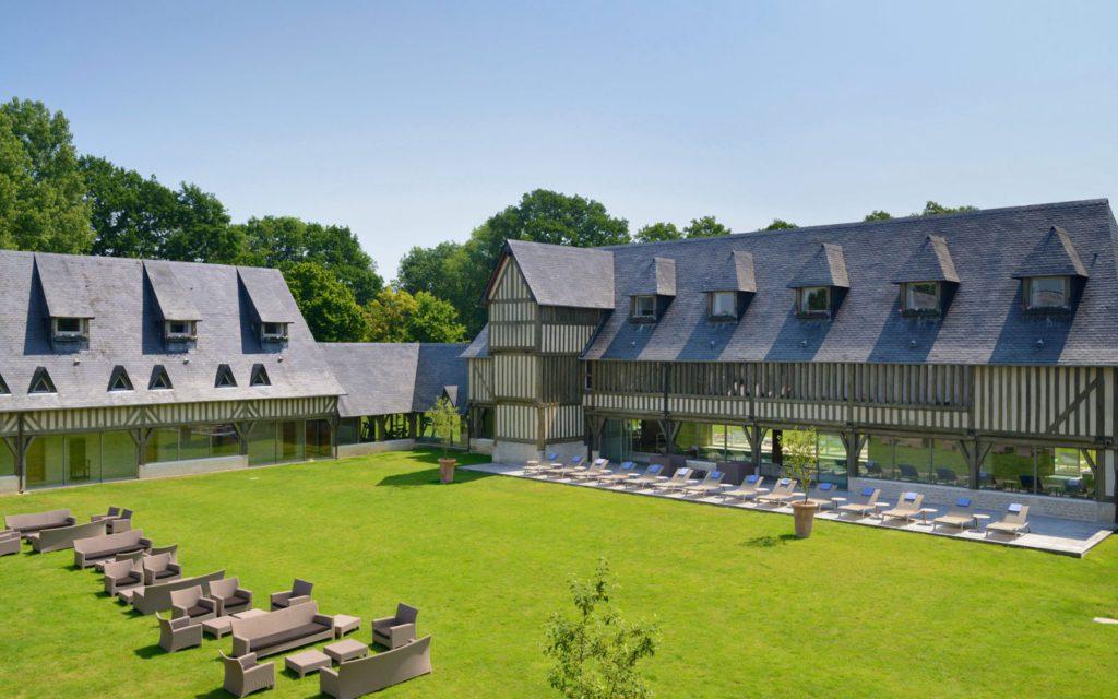 lesmanoirstourgeville-hotel-deauville-tourgeville-1600x1000