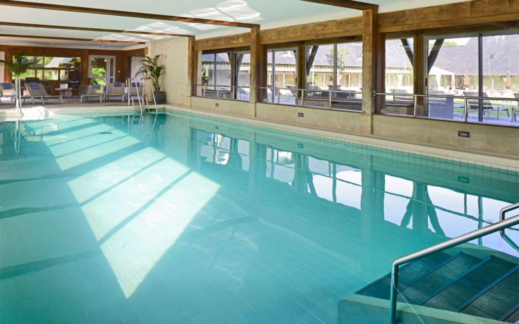 manoirsdetourgeville-piscine-1-1600x1000