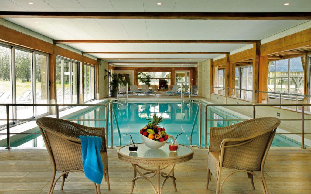 manoirsdetourgeville-piscine-2-1600x1000