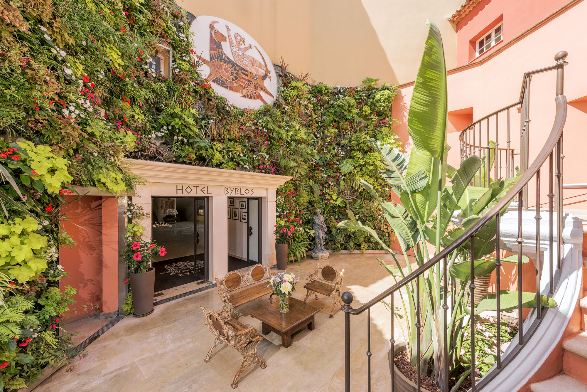 Main entrance at Hotel Byblos Saint-Tropez1 BD©Alexandre